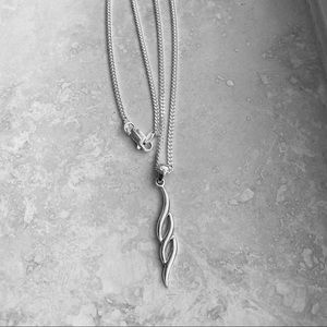 Jewelry - 🌹🌹NEW🌹🌹Silver Double Twist Dangle Necklace